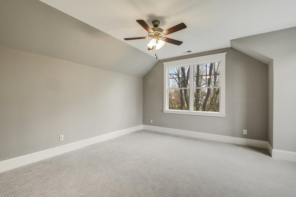 Guest Suite-Bedroom-_DSC9395.JPG
