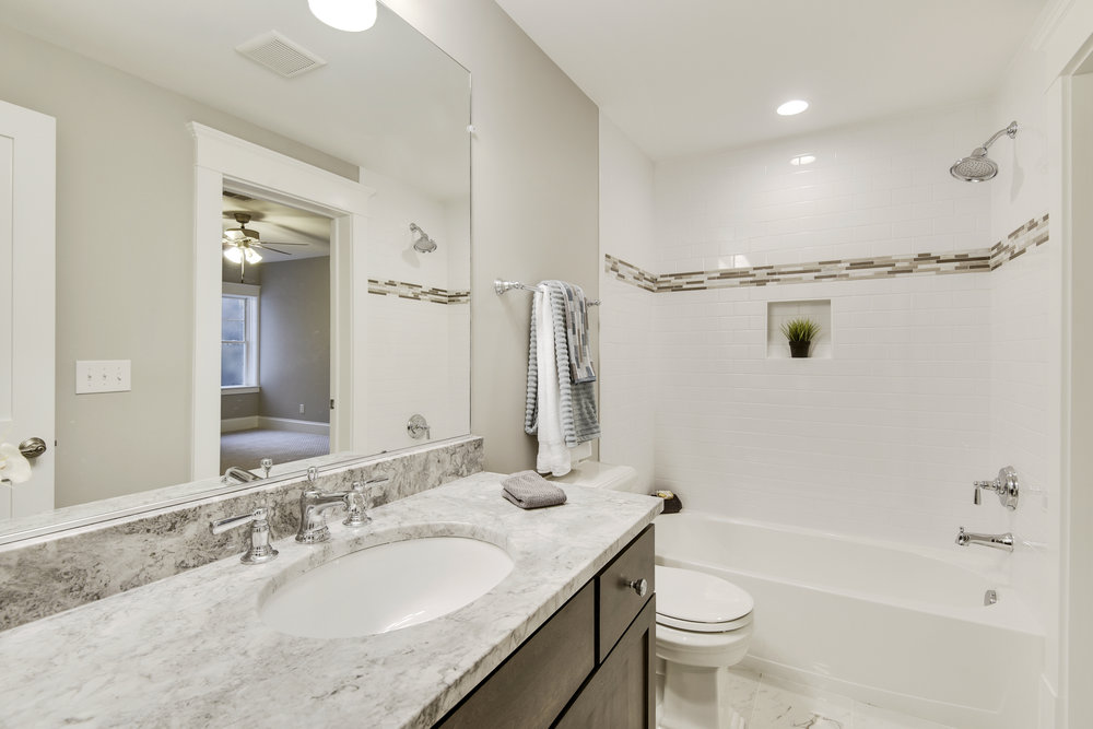 Lower Level-Bath-_DSC9565.JPG