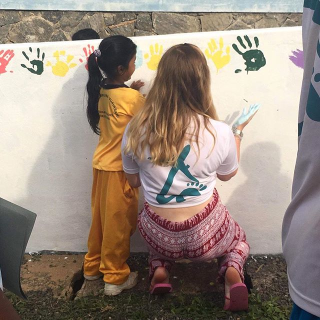 Classroom revamp is an essential part of our Sport and English development programme! As part of our classroom revamp this year we bought over 200 litres of paint (that's a lot of paint!) 🎨Check out one of sport volunteers @elliestanderline hard at work #TRAVELTEER #travelholic #travelphotography #travelholic #summertime #srilanka #volunteer #volunteering #volunteerabroad #volunteers #travelasia #asiatravels #english #sport #paint #painting #srilankatravel #instagood #instagram #instadaily