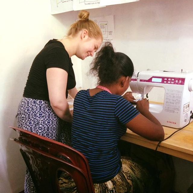 One of our textiles volunteers @catlouise5 teaching the lovely ladies at the Hope project how to make tote bags @travelteer_textiles  #TRAVELTEER #travelgram #fabric #textilesdesign #srilanka #srilankatravel #asia #asiatravel #volunteering #textilestudent #textilesvolunteering #fashion #travelling #textilesdesign #creative #adventure #adventuretime #insta #instagood #instadaily #sewing #sewingproject #project #tea #teaching #ethicalclothing #ethicalfashion