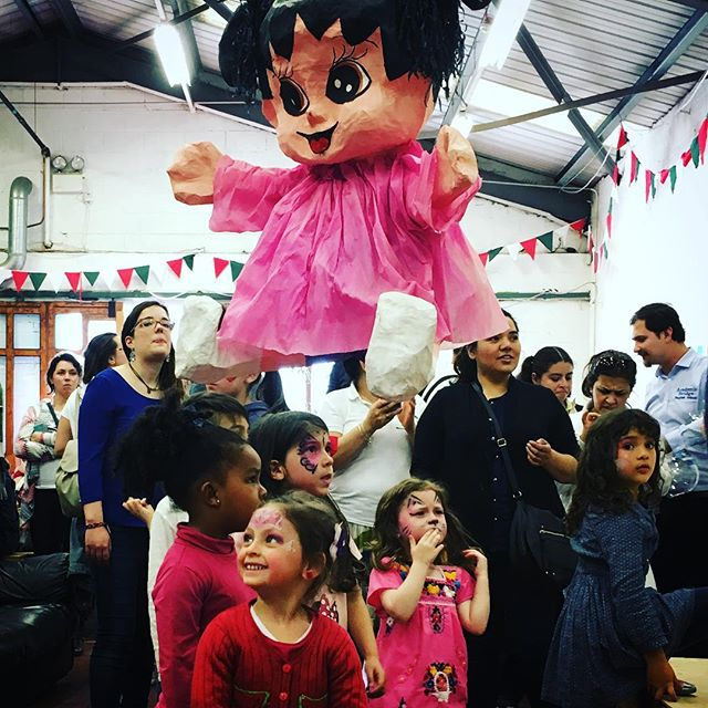 Celebrating the 5th of May with Latin America Solidarity Center. It is piñata time in Dublin!!! Brilliant sunny day eating really good Latin American food, lovely music, a lot of dance and of course piñata for kids and adults. #latinosinireland #lasc #dublin #piñata #traditions #community
