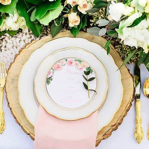 Thank you @peterboroughbride for featuring us on your blog today! I have such a great time creating the stationery and floral for this shoot alongside this group of amazing lady vendors! ❤  Photo by @jessilynnwongphotography