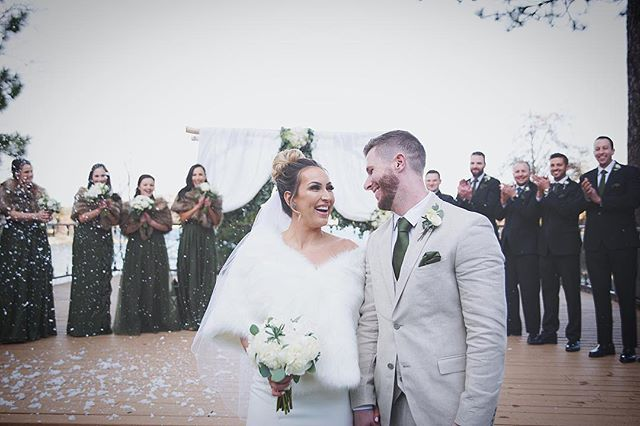 When you know, you know! 👰   • • • #weddingday #groom #groomsmen #groomsmenphotos #groomsmenphotoideas #weddingphotoideas #californiawedding #lakearrowhead #lakearrowheadca #californiaweddingphotographers #eventplanning #weddingplanning #justmarried