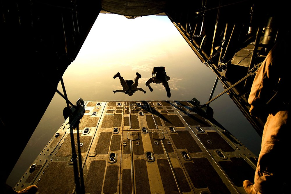 cargo-door-free-fall-parachuting-38447.jpg