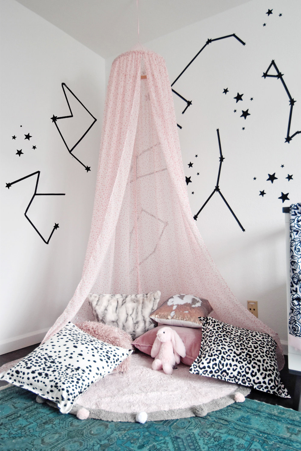 Sleep under the stars with a DIY canopy . Kids DIY Canopy - The Style Safari
