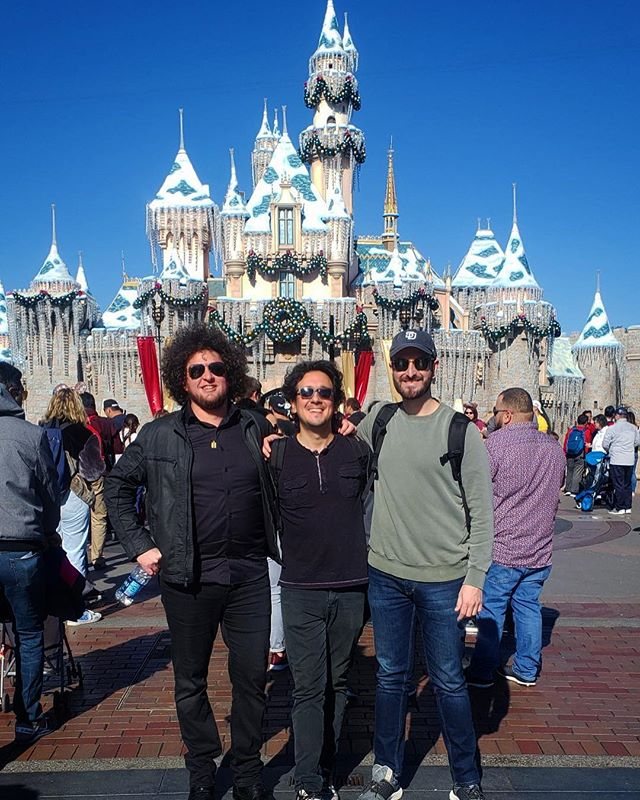 Had a great trip with my buddies today at Disneyland 🔥🦄🔥