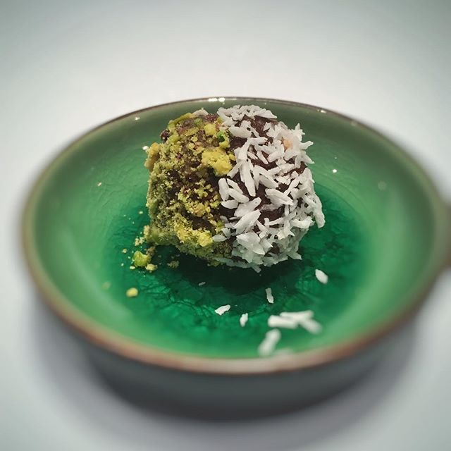 Couldn't decide on Pistachio or coconut coating on our Energy Balls today 😋  With our Energy Ball Mixes, you can't jazz'em up anyway you want!  #healthysnacking #healthy #healthysnack #glutenfree #vegan #energyballs #energybites #pistachio #coconut #rollyourown