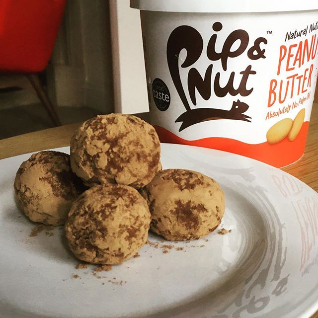 So we couldn't help sprinkle some extra Cacao powder over our peanut butter Crunchy Cacao energy bombs! 😜  They taste great and simple to make too 👍👊 #energyballs #energybites #healthy #healthysnacks #peanutbutter @pipandnut #glutenfree #vegan
