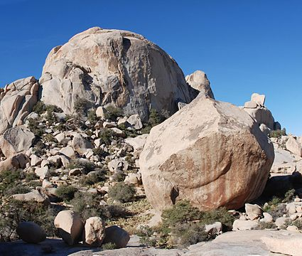Joshua_Tree_-_Wonderland_of_Rocks_South_Astro_Dome.jpg