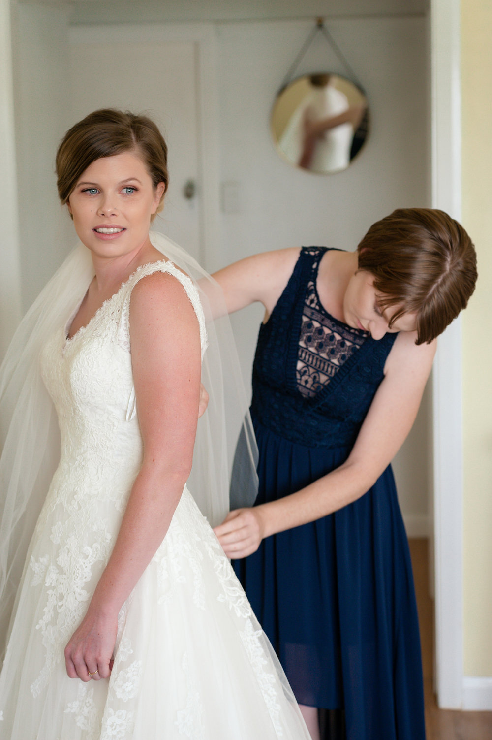 Bride_and_bridesmaid