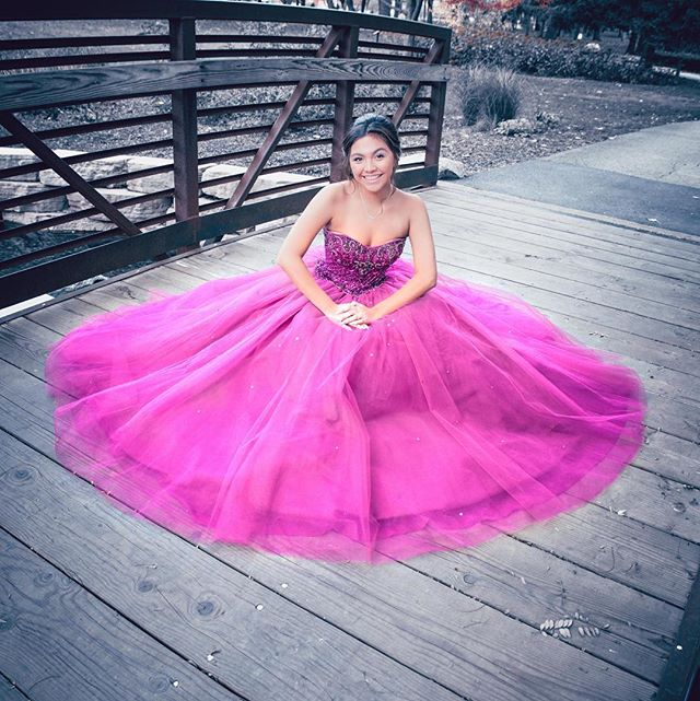 I had a blasting taking photos of @corrina.cm 's #quinceañera #diadecorrina #quince #15años #traditions #mexicana #latina #chingona #quinceaneradress #quincephotos #portraitphotography #party