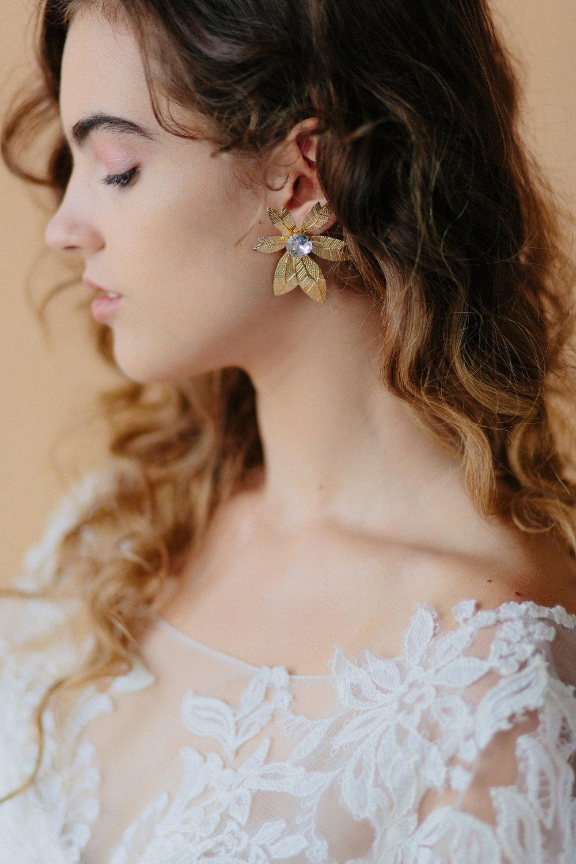 Style: Model: Amy | Dress: Bel Fiore Bridal | Earring: Vintage | Hair & Makeup: Corianne Elizabeth Beauty | Photography: Michelle Scott Photography