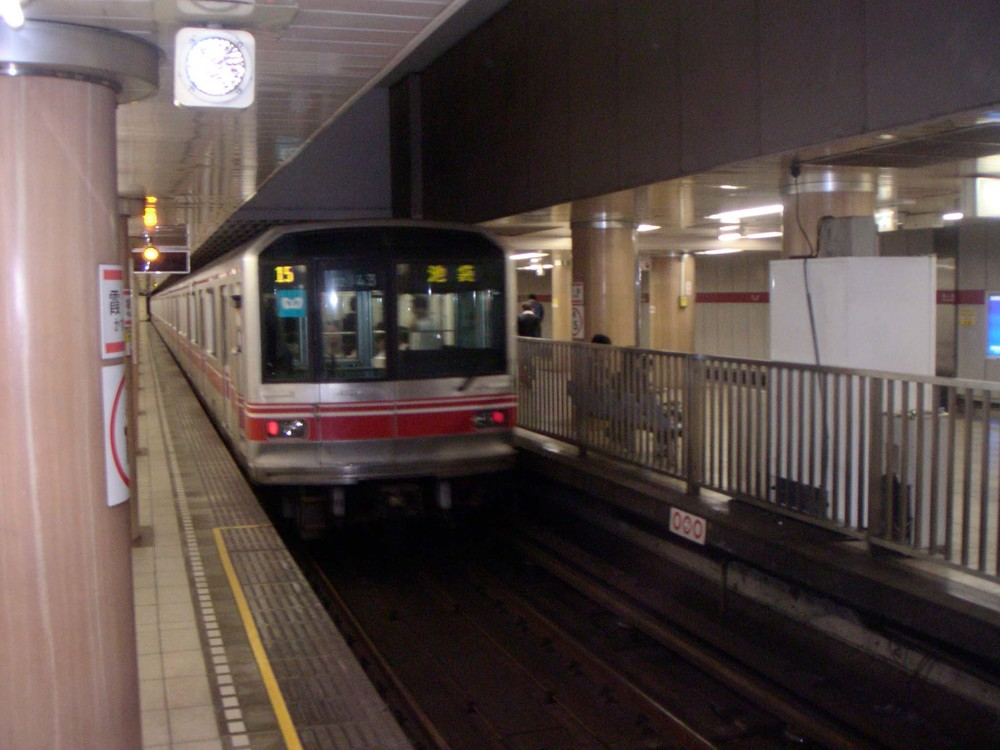 Kasumigaseki Station, Tokyo Japan. Focus of the 1995 attack. (Source: Wikipedia Commons)