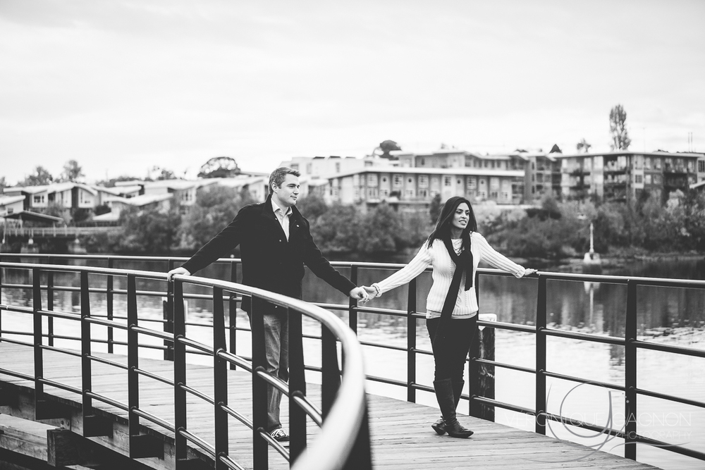 Romance over the bridge, Selkirk Waterway, Fall Engagement Session, Victoria BC, Veronique Gagnon Photography