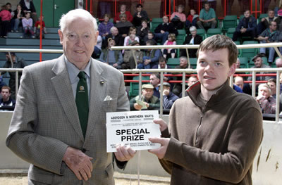 David Argo (left) presents the prize for the best heifer, any breed, suckling a calf sired by a registered Simmental bull to David Stott of West Latch, Newburgh. The winner was a Simmental cross heifer with Simmental cross heifer calf by Scotland Kestral which made £1,200.