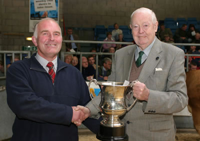David Argo (right) presents the Perpetual Trophy donated by the Scottish Simmental Club for the best Simmental cross heifer with calf to Keith Stewart, Greenhaugh, Huntly.