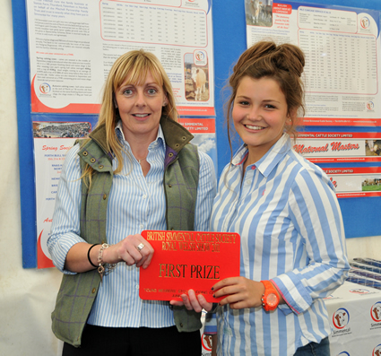 Hannah Wood receives 1st Prize for Individual Junior presented by Sponsor Stephanie Denny of Farmers Guardian