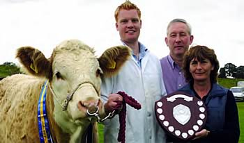 Christopher Weatherup receiving the Young Stockperson of the year award from Judge, Marion O'Connell and NI Club Chairman, Robert Forde at Enniskillen. The Trophy is kindly sponsored by the NI Simmental Club.