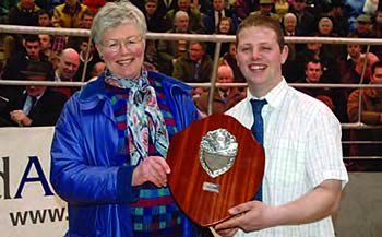 Ashley McInnes receiving the Young Stockperson of the year award at Perth Bull sales in February from Judge Judy MacPherson. The trophy is kindly sponsored by Pasturefield Simmentals, R M Birch