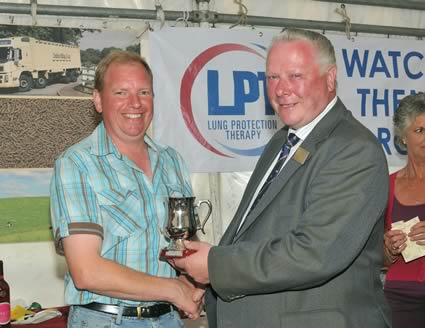 Hector Macaskill Presents Nick Gwynne with the Tankard for the best Exhibitor Under 60 years of age