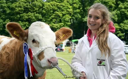 Second prize Simmental young handler Jane Kilpatrick, Lurgan.