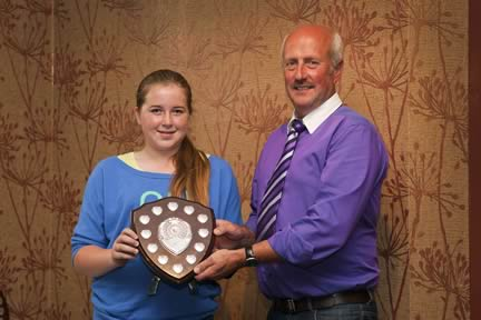 The Walkinshaw Trophy for the best points in the under 16yrs category went to Lizzie Harding from England. She received her award from Nigel Glasgow, chairman, NI Simmental Cattle Breeders' Club.