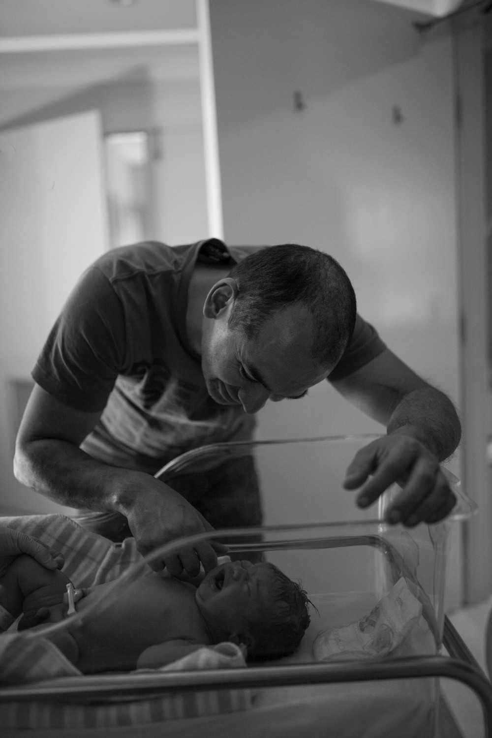 THEFIRSTHELLO - birth photography-18.jpg