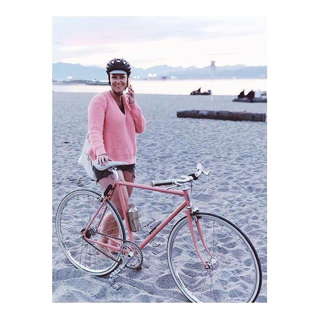 Postcards from Vancouver  @missholmesee effortlessly colour coordinated with her new custom FG Fleet.  Kat we salute you ✌🏻
