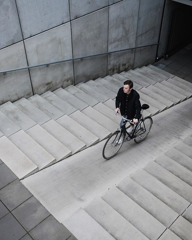 Discover more concrete jungle by bike. This superb bike lane between steps! 📷 @pepijn1407
