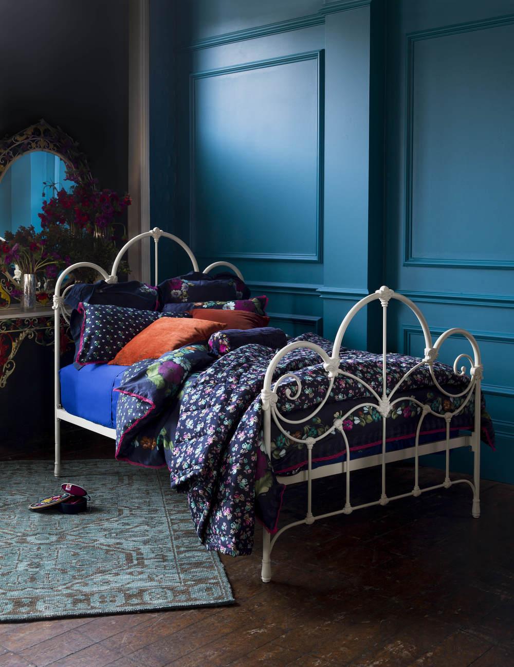 Clarisse Bed