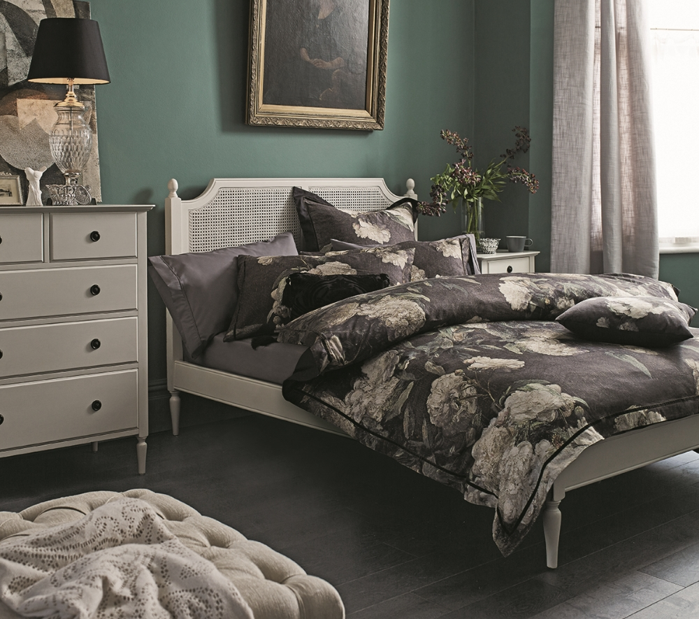 BED_AMELIA_WHITE_LINEN_2_AU15_ON_DARK_WALL_6 copy.jpg