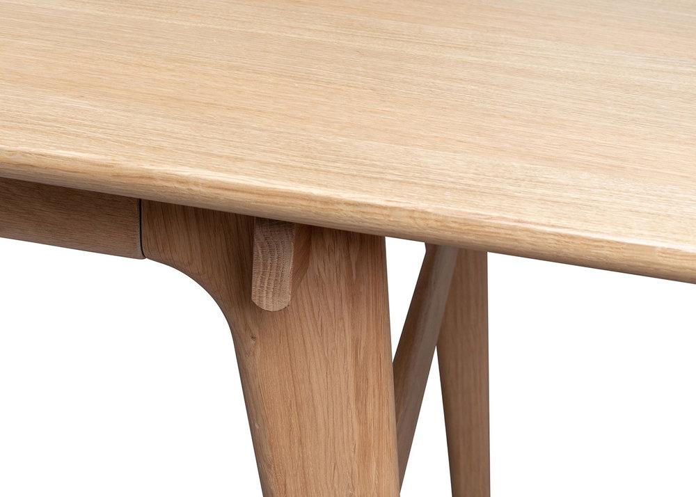 blake_table_light_oak-10_1_1_.jpg