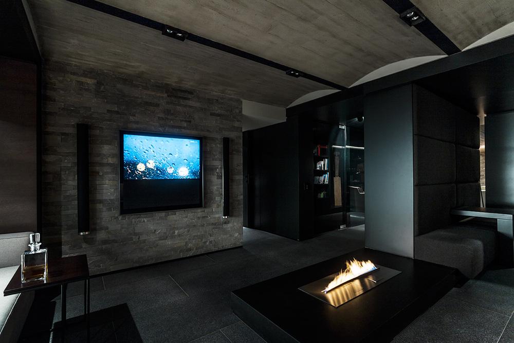 DOM ZAKOPANE 2    Nowoczesne wydanie górskiej jaskini – beton i grafit, czerń i szarość tworzą luksusową przestrzeń wypoczynku, rozrywki i zabawy.   Galeria