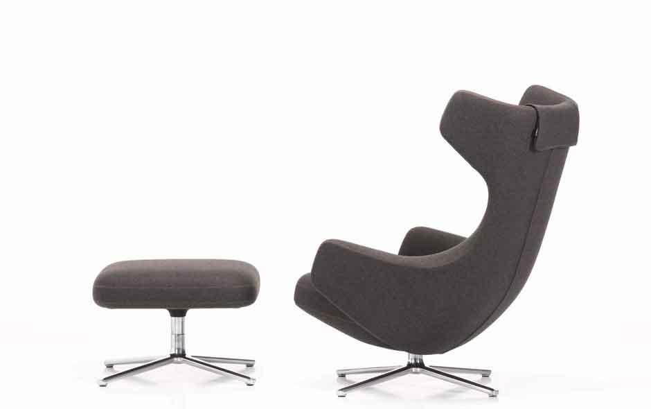 2/4 Grand Repo armchair designed by Antonio Citterio for Vitra incorporates a sophisticated spring-tension mechanism that gently synchronises the seat when reclined.
