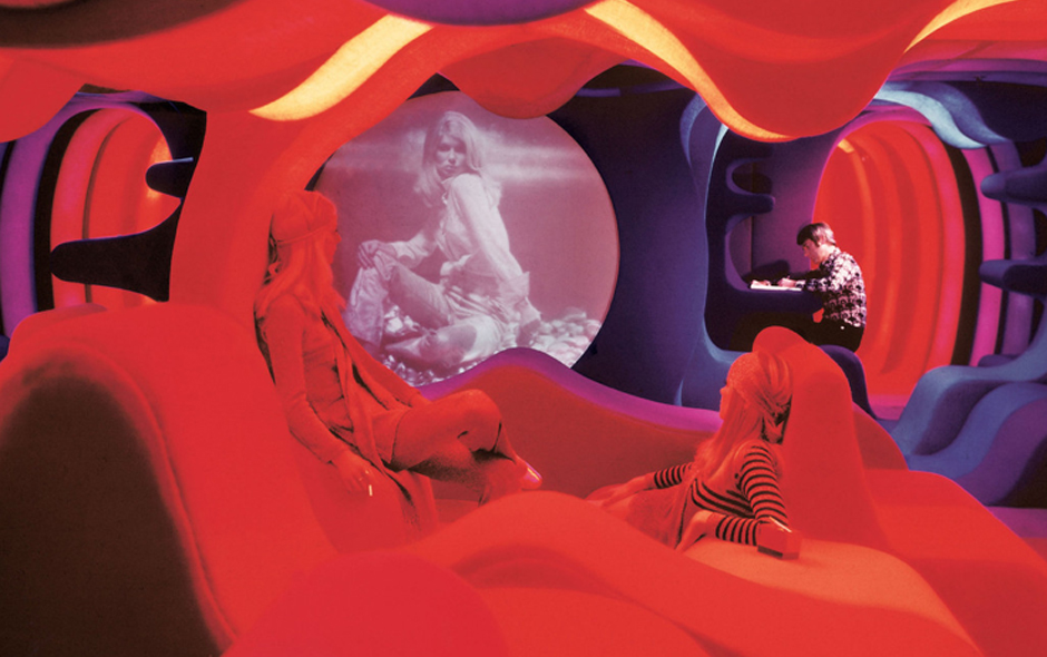 2/3 Verner Panton's interior experiments were made possible through his collaboration with the chemical company Bayer.