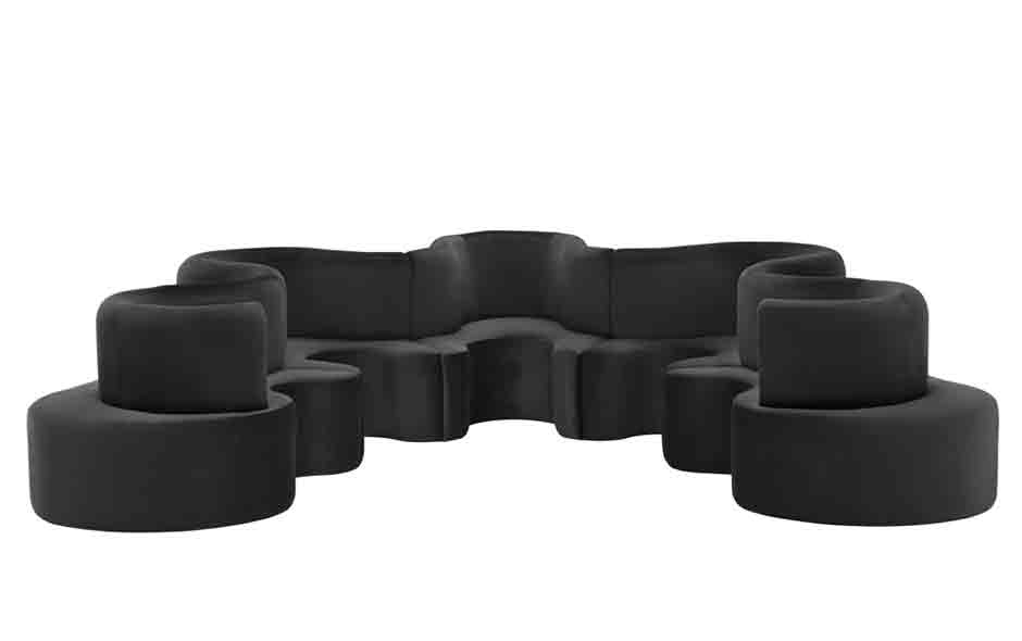 3/7 The interconnected and extendable Cloverleaf sofa.
