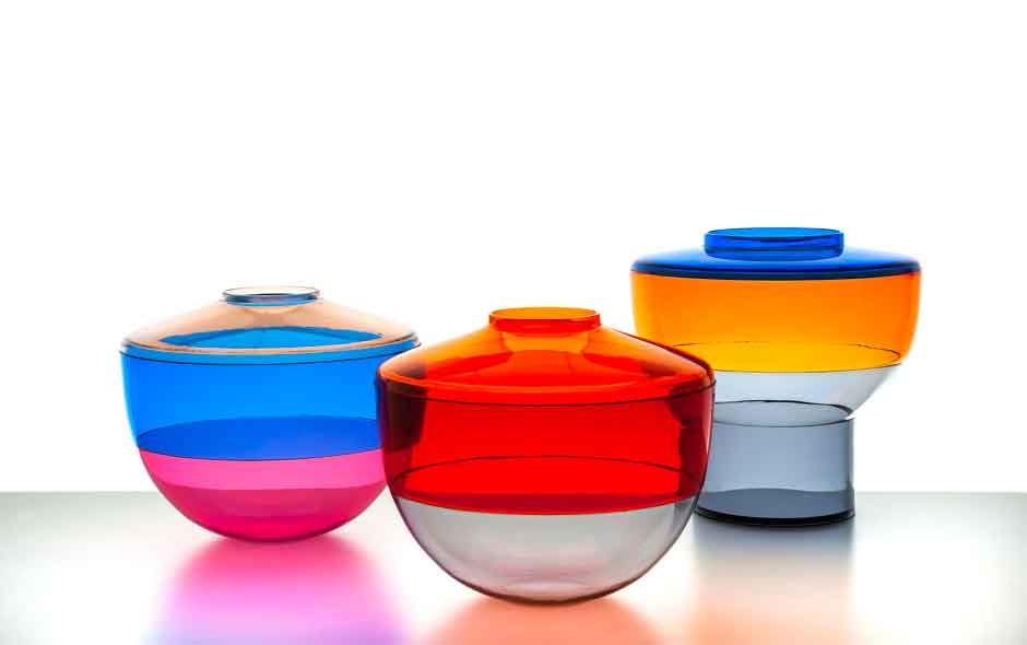 2/8 Shibuya's beautiful colour and form combinations in transparent PMMA allow the transition from vase to bowl to table centre.