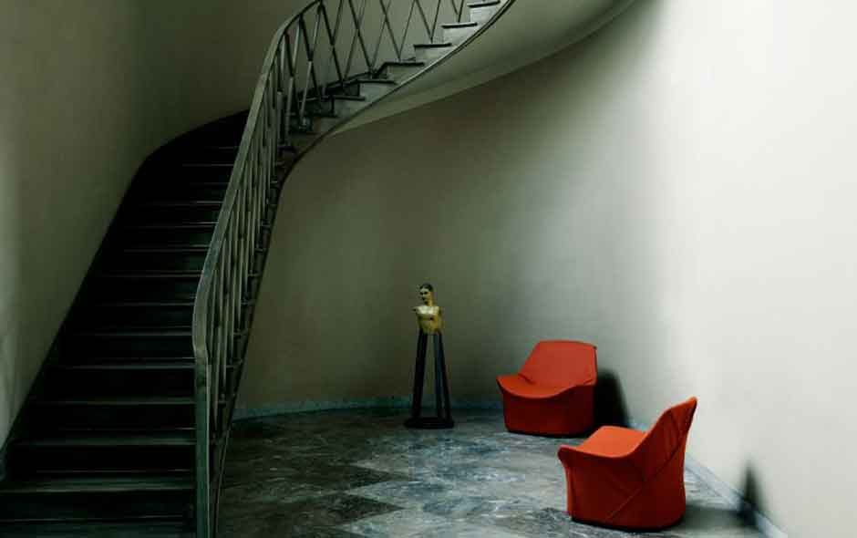 1/3 The award winning Kiru armchair by Giopato & Coombes for Living Divani.