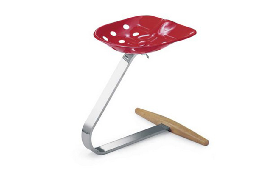 2/5 The Mezzadra stool by Achille and Pier Giacomo Castiglioni was designed in 1957 and is produced by Zanotta.