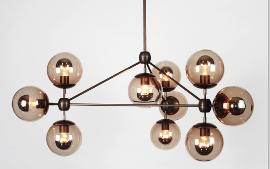 2/4 With its handblown glass spheres, Modo is reminiscent of the glamour of 1970s interiors.