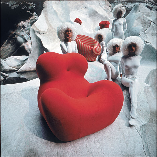 Exploring the capabilities of air-sensitive foam, the first UP5 armchair was vacuum-packed inside a pizza-sized box and when unwrapped slowly expanded to the delight of the audience. This photo is from a 1969 B&B Italia advertising campaign photographed by Klaus Zaugg.
