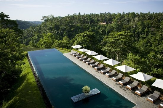 The Alila resort in Bali embeds local culture and the connection with nature in the design experience.