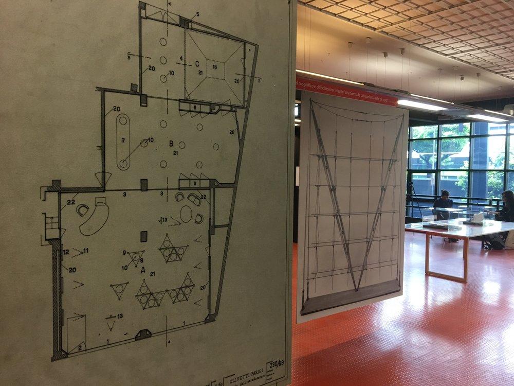 On show in Milan, the work of Franco Albini and his design for the Olivetti showroom in Paris. Photo © Fondazione Franco Albini.
