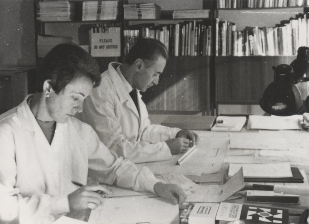 Franco Albini and Franca Helg in the studio. Photo © Fondazione Franco Albini.