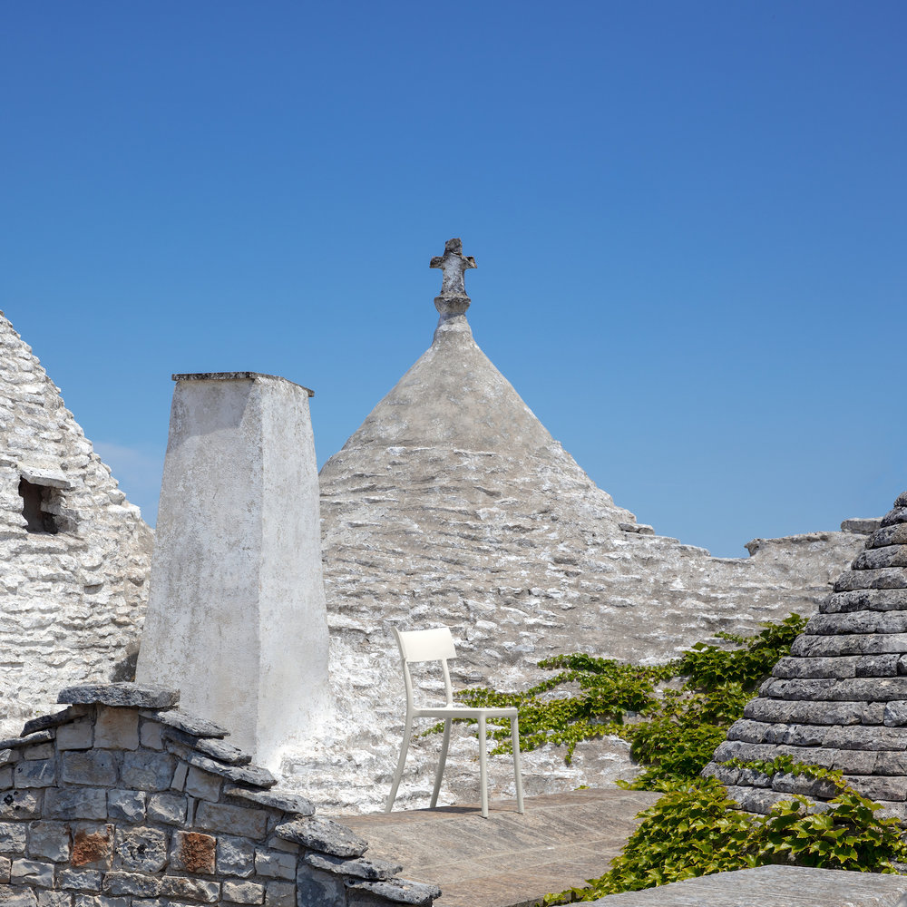 Catwalk amongst the now famous UNESCO World Heritage-listed Trulli houses in the Itria Valley of Apulia, Italy. Photography © Sara Magni.