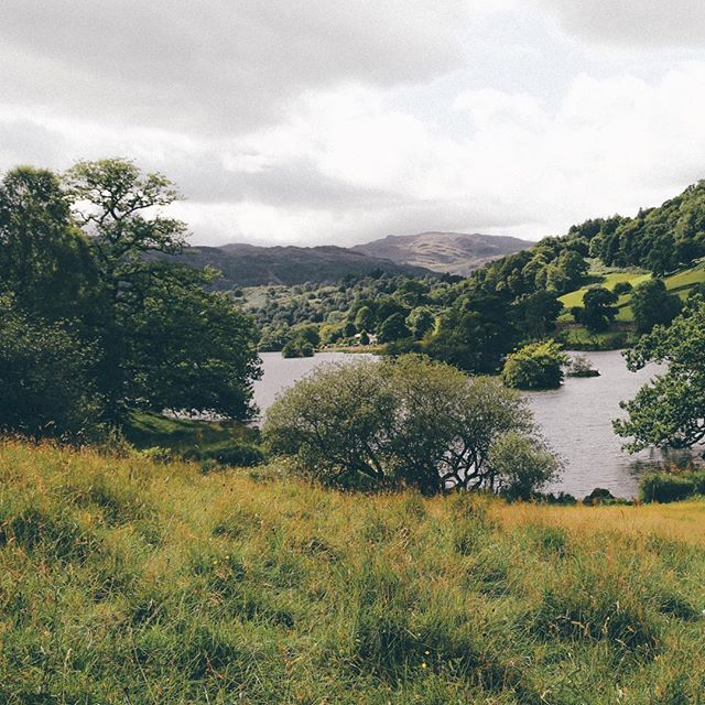 Lake District is just so beautiful to shoot . . . . . . . #lake #green #landscape #outdoors #letsgowalking #dayslikethese #sky #beautiful #acountrifiedwedding #explore #countryfashion #shoot #photobugcommunity
