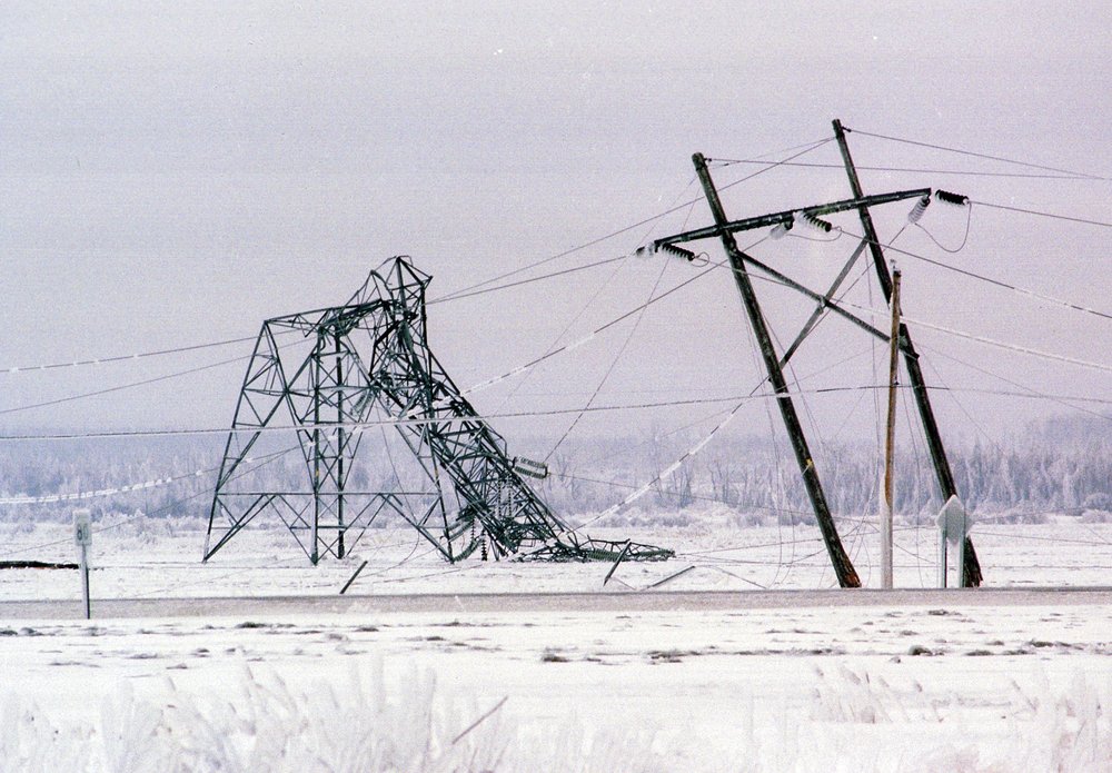 These transmission towers in Saint-Césaire, Quebec, collapsed during the ice storm of 1998 under the weight of the ice. Armand Trottier, La Presse