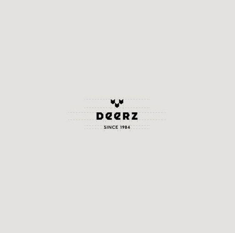 """Deerz: le nom de la marque est """"Deerz"""", le sous-titre """"since 1984"""" et le sigle est composé de trois formes géométriques représentant les mailles de la laine et les bois d'un cerf (deer = cerf en anglais)"""