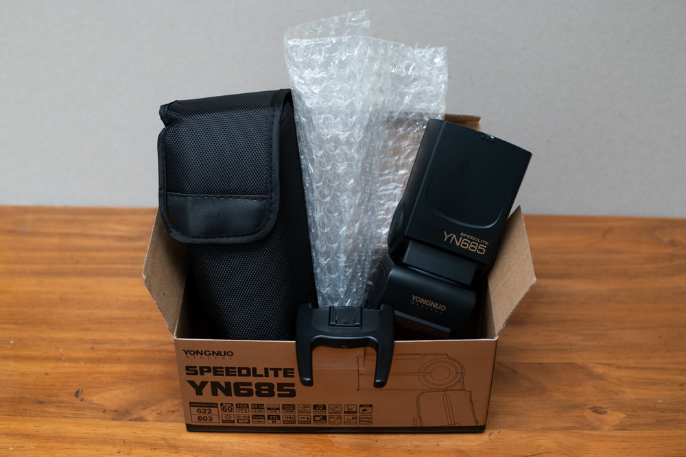 Unboxing of the Yongnuo Speedlite YN685