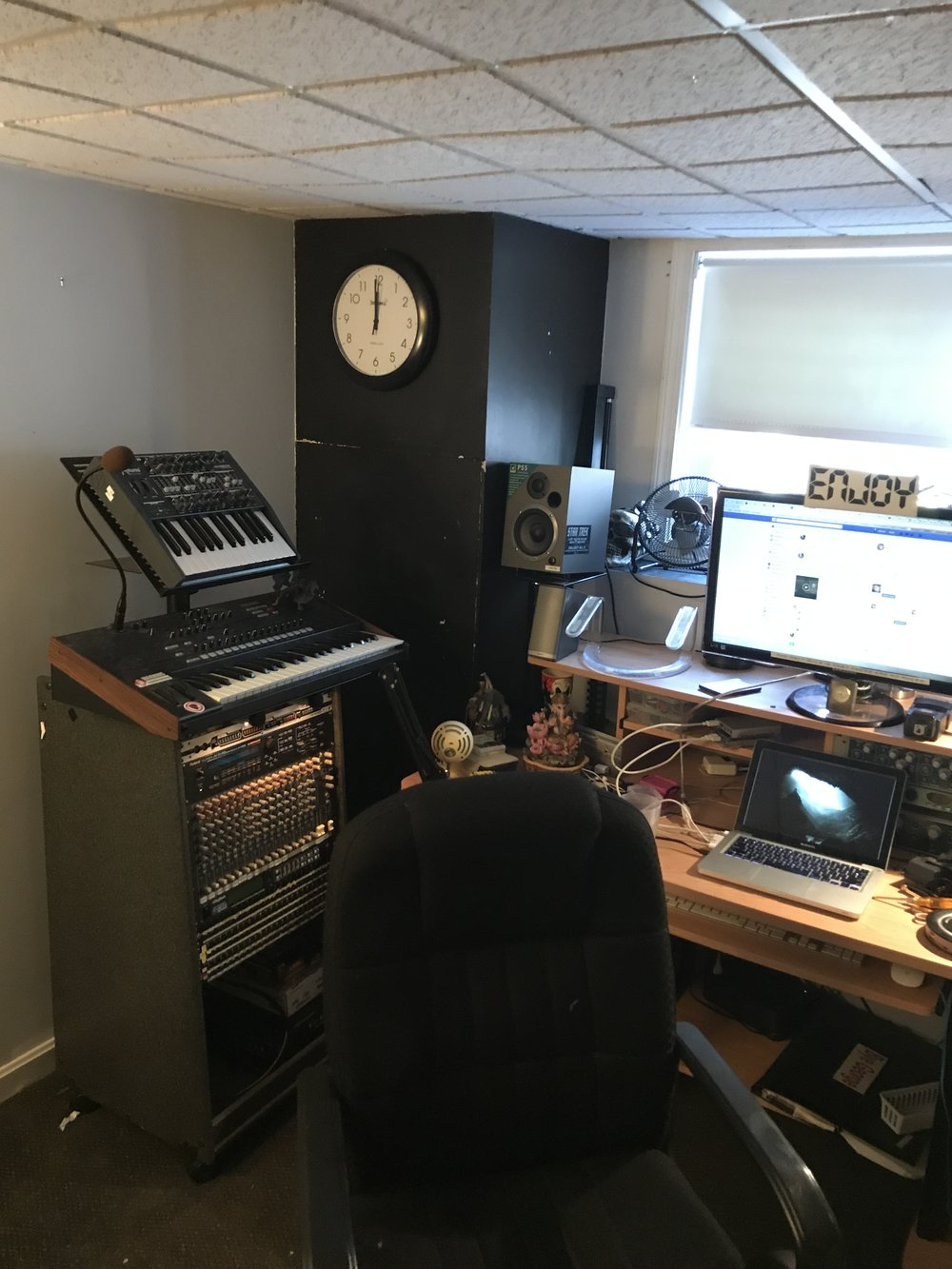 Desk with tower containing Minibrute and MS2000B